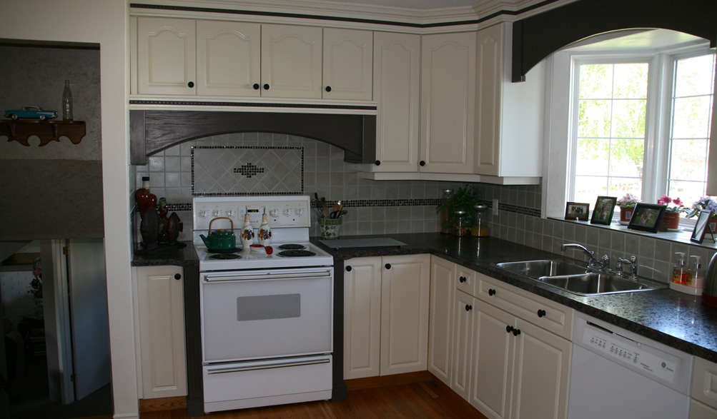 Kitchen Cabinets & Counters